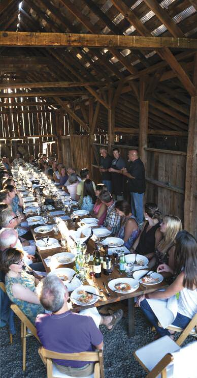 feature-barn-dining-3
