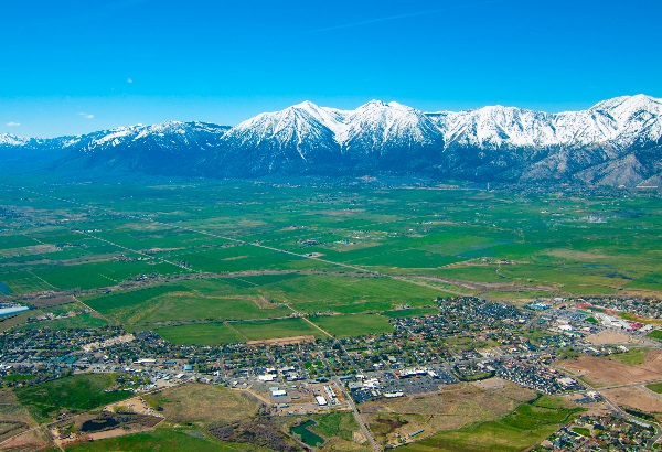 Snowcapped mountains behind the Carson Valley